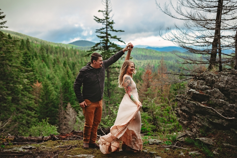 Couple dancing on a mountain side in Spokane wearing Free People | Mindy Arnholt Photo