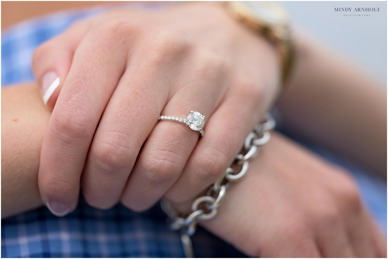 Hello, Pretty! Love this gorgeous engagement ring | Mindy Arnholt Photography- Spokane Engagement Photographer